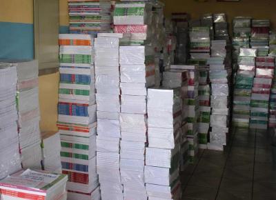 Secretaria de Educação entrega livros didáticos na cidade e interior de Parintins