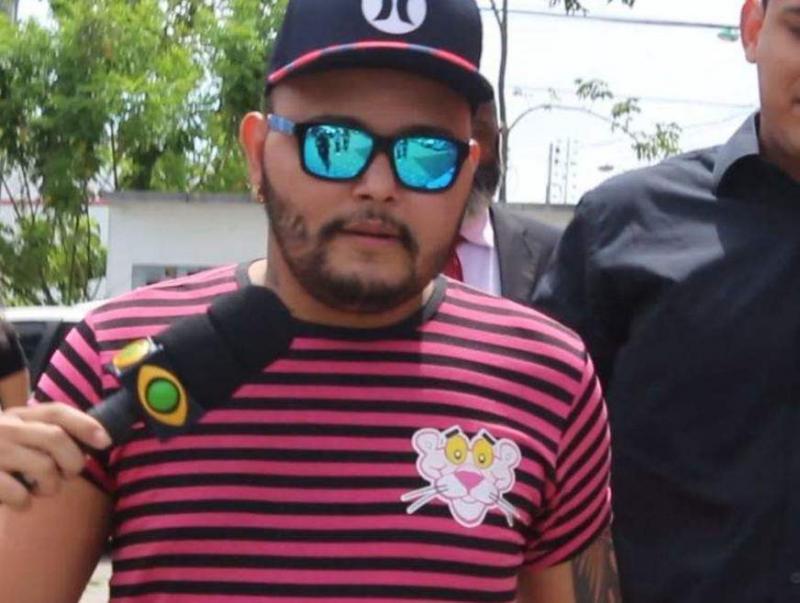 Cantor de forró nega participação em vídeo fazendo sexo com porco