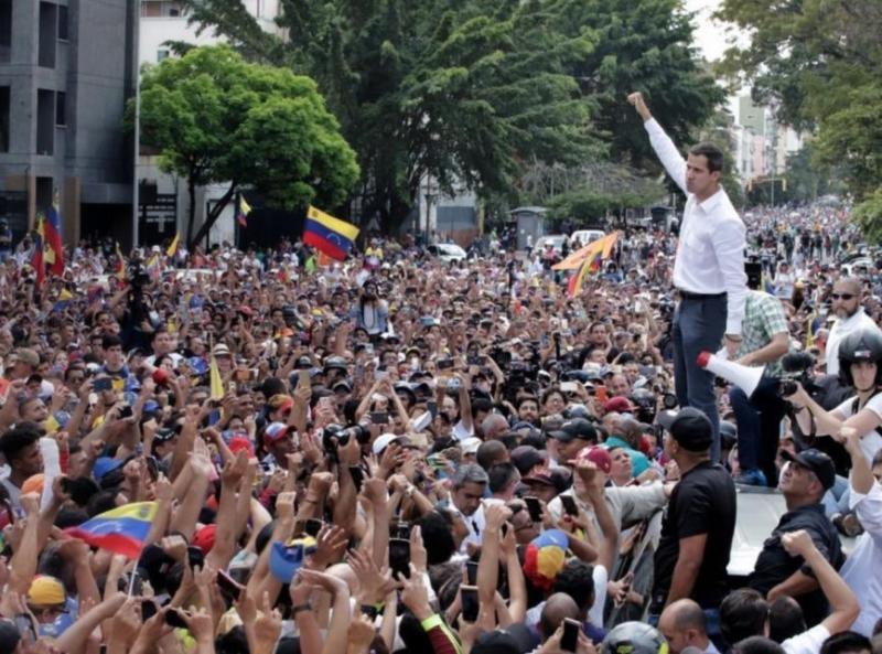 Guaidó convoca atos contra Maduro pelas redes sociais na Venezuela