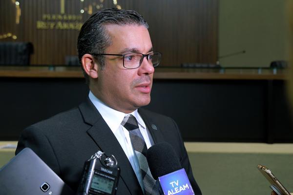 Presidente Josué Neto cobra providências sobre atraso do ano letivo em Iranduba