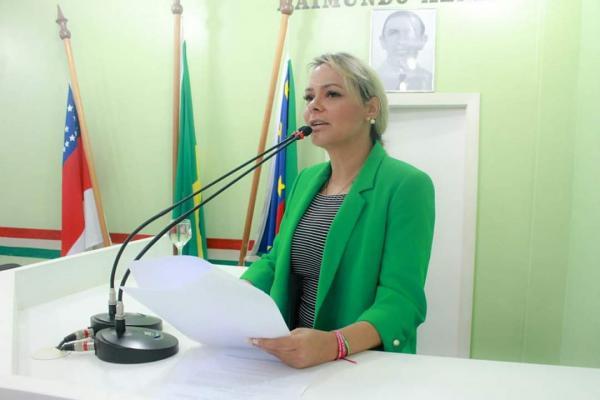 Pré-candidata a prefeita, Nega silencia sobre aumento do próprio salário