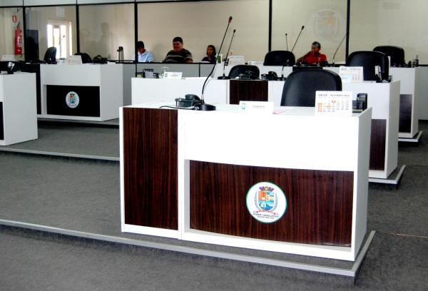 Funcionários Concursados da Câmara de Parintins denunciam aumento irregular em 7 cargos