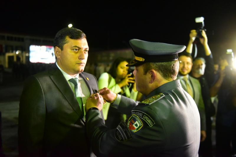 Governador do Amazonas destaca medidas de valorização durante cerimônia de aniversário da Polícia Militar