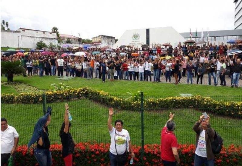 Professores do AM decidem manter greve e fazem contraproposta ao governo