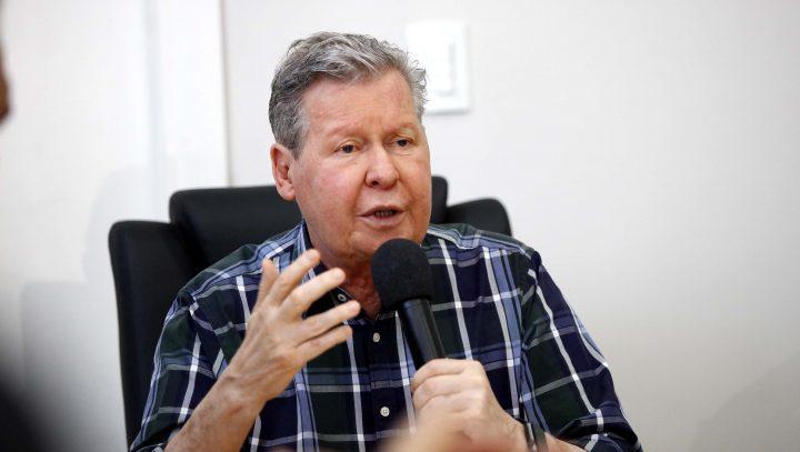 Prefeito Arthur convoca 60 servidores da Saúde do seletivo