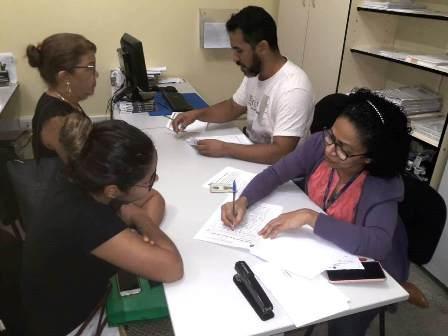Prefeitura começa a receber enfermeiros e técnicos de enfermagem para substituir servidores dispensados pelo Estado