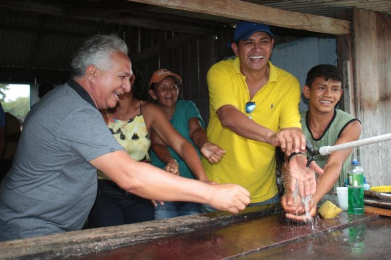 Água no Jirau leva água potável a moradores da comunidade Fluminense