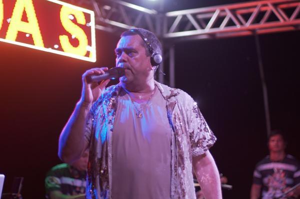 """Arlindo Jr une azuis e vermelhos no show """"O Boi dá Samba"""""""
