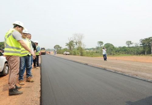 Em visita a obras na AM-070, Wilson Lima anuncia que mais 20 quilômetros serão entregues até o final de 2019