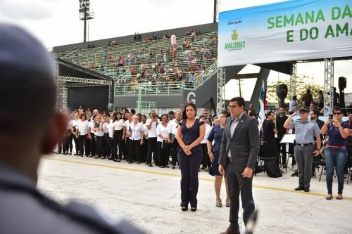 Governador Wilson Lima participa do desfile cívico escolar no Sambódromo