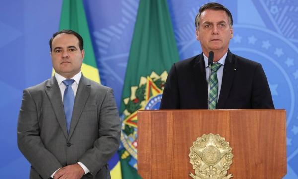 Bolsonaro troca núcleo duro do governo com receio de traição