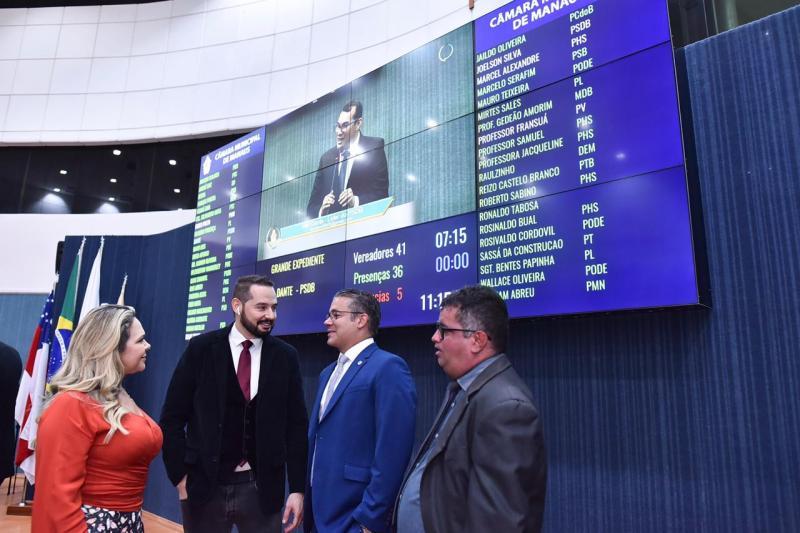 Josué Neto reúne-se com vereadores e trata sobre problemas de Manaus