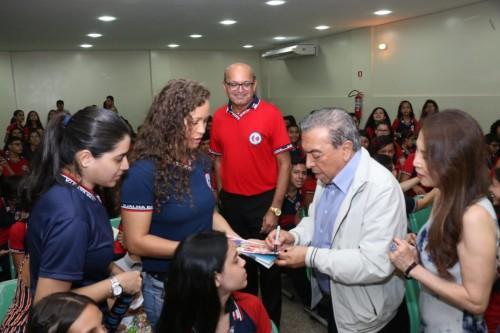 Mauricio de Sousa elogia ensino bilíngue português-japonês de escola pública do Amazonas