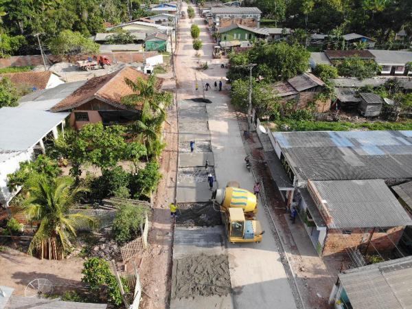 Seinfra realiza obras de recuperação em ruas do município de Barreirinha