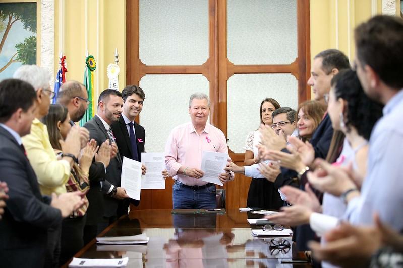 Prefeito Arthur anuncia R$ 250 milhões em investimentos em Manaus
