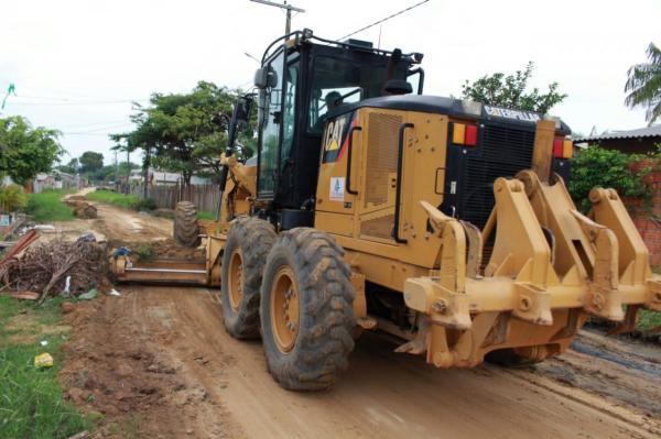 Ruas do Bairro da União recebem terraplanagem e asfaltamento