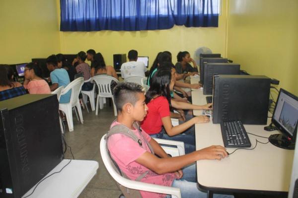 Prefeitura faz curso de informática na Escola Municipal Charles Garcia