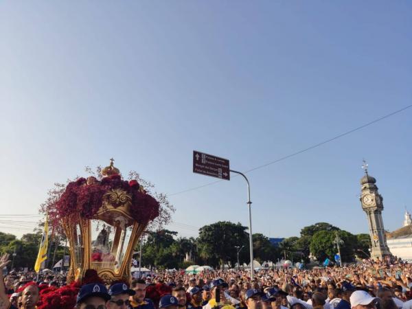 Nossa Senhora de Nazaré chega à Basílica e 2 milhões acompanham o Círio