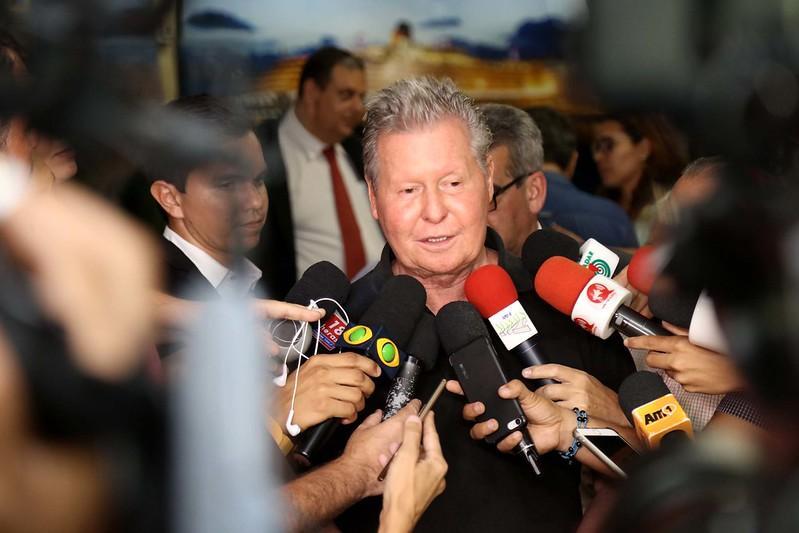 Prefeito Arthur anuncia pagamento da segunda parcela do 13° salário para o dia 13 de dezembro
