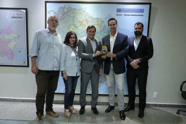 Wilson Lima recebe ator e ativista ambiental Victor Fasano para tratar da APA do Sauim-de-Coleira