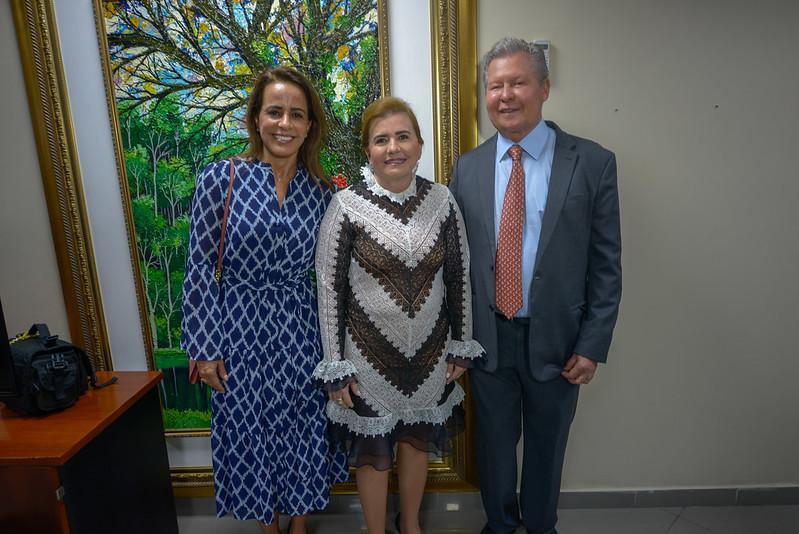 Prefeito e primeira-dama prestigiam homenagem à presidente do TCE na Câmara Municipal de Manaus