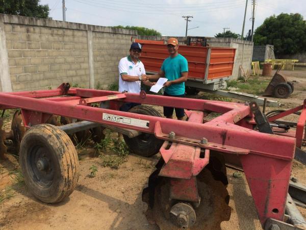Parintins e Juruti selam parceria para mecanização agrícola na Vila Amazônia e Planalto Mamuru