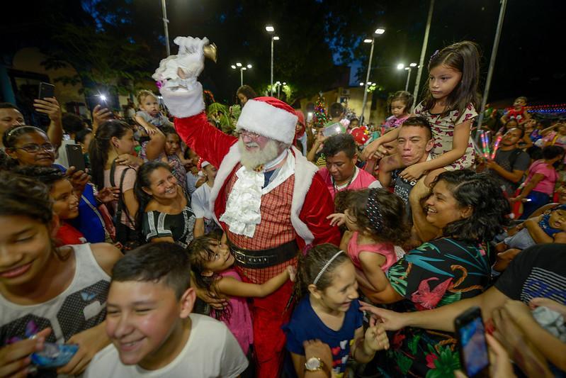 Espetáculo e chegada do Papai Noel agitam o parque da Criança  em Manaus
