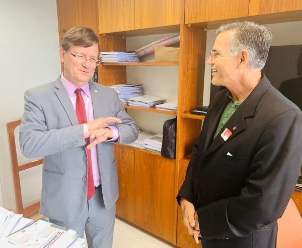 Juscelino Manso reúne com Deputado Zé Ricardo em Brasília para tratar sobre Residencial Parintins