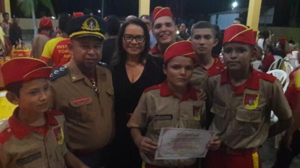 Márcia Baranda prestigia formatura de 60 crianças do projeto