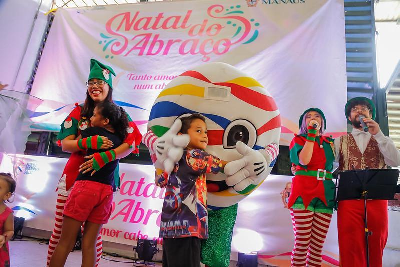 Mercado Municipal Adolpho Lisboa tem manhã de encanto, magia e alegria com o 'Natal do Abraço'