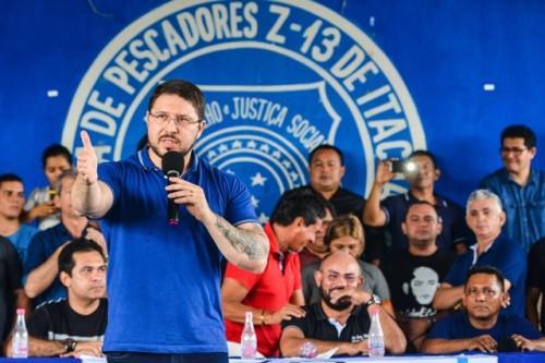 Vice-governador Carlos Almeida reúne com 2 mil pescadores para ouvir demandas e anuncia fábrica de gelo em Itacoatiara