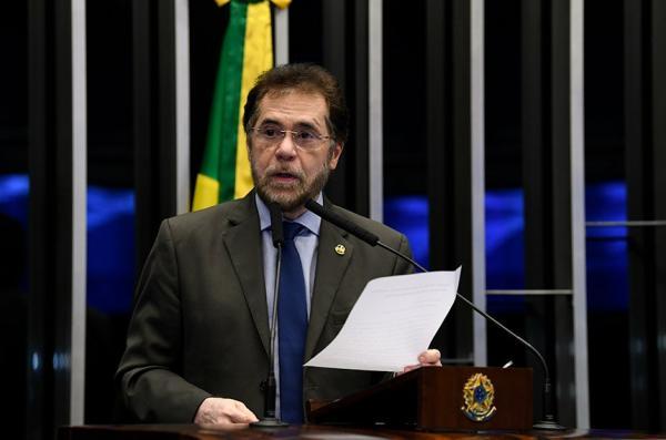 Senador Plínio Valério comenta a aprovação dos incentivos para a tecnologia da informação