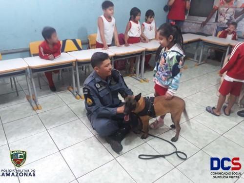 Polícia Militar do 11º Batalhão de Parintins, realiza visita do Projeto de Policiamento com Cães