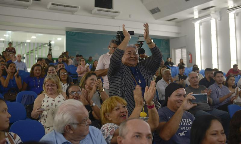 Prefeito Arthur anuncia ampliação do 'Prefeitura + Presente', em evento de homenagem aos voluntários do projeto