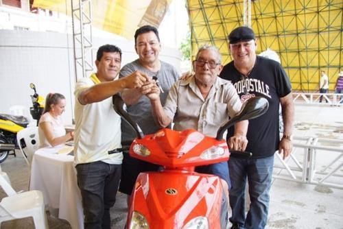 Prefeitura de Parintins realiza sorteio do IPTU premiado e entrega 10 TVs e 4 motos 0 KM