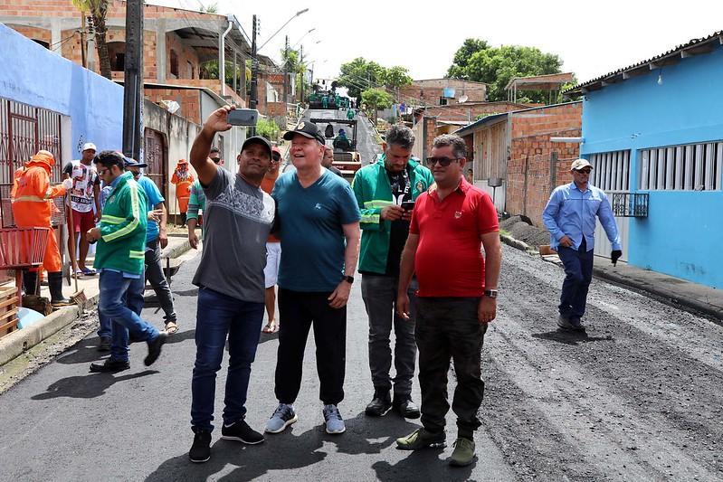 Prefeito Arthur constata qualidade dos serviços do 'Requalifica' no Tancredo Neves