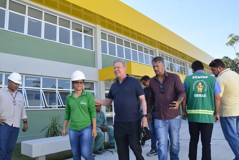 Prefeito Arthur vistoria obras do Cime do Distrito Industrial 2, que abrirá 1,6 mil vagas