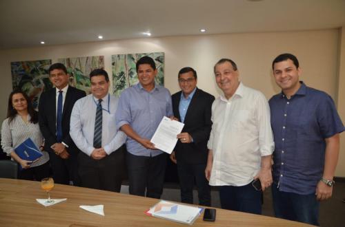 Prefeito Bi, senador Omar e Governador Wilson assinam R$ 16 milhões em convênios para Parintins junto a Caixa Econômica