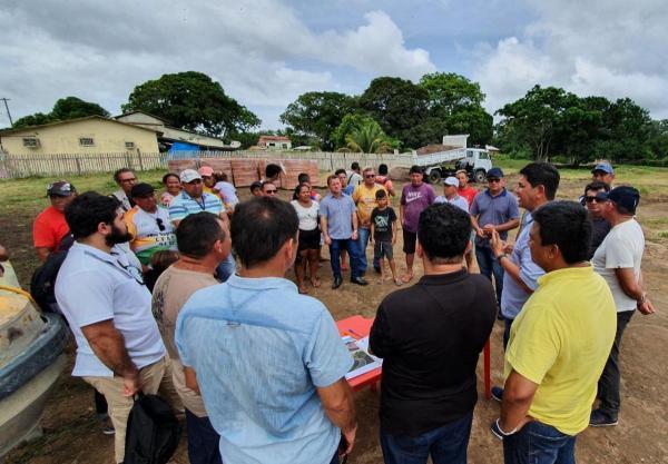 No Caburi, Bi Garcia entrega material da obra de construção da cidade da criança e anuncia melhorias na praia brilho do banzeiro