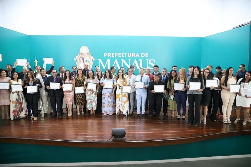 Conselheiros tutelares eleitos são empossados em Manaus