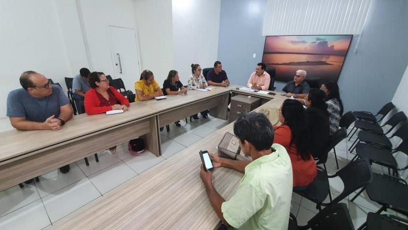 Prefeitura de Parintins pagará abono e fará reajuste no piso salarial de professores