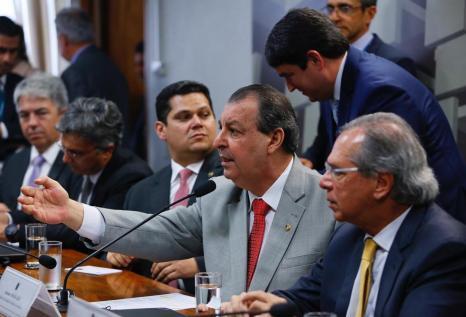 Senador Omar telefona a Paulo Guedes e tratam sobre IPI dos concentrados da Zona Franca de Manaus