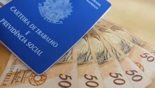 Bolsonaro reajusta salário mínimo, que passa a R$ 1.045