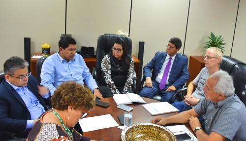 Ministério Público, Prefeitura, SAAE e Ipaam pautam medidas para acabar com a contaminação de água em Parintins