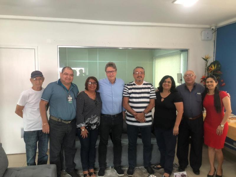 Após decisão que deve beneficiar 60 mil servidores, Sintjam comemora em café com Luiz Castro, autor da ação