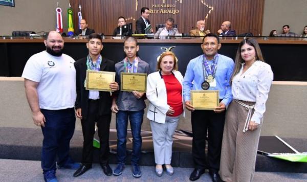 Therezinha Ruiz homenageia atletas amazonenses vitoriosos no jiu-jitsu