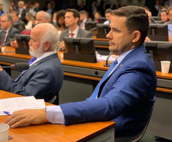 Criação de comissão para fiscalizar presídios brasileiros é requerida por deputado Alberto Neto em caráter de urgência