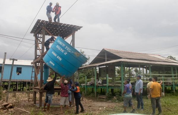 Prefeito Bi Garcia vistoria obras em seis comunidades