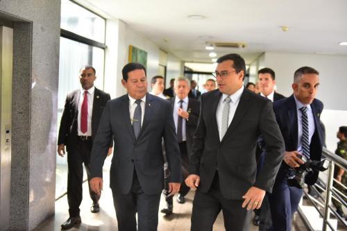Wilson Lima recebe Hamilton Mourão para discutir meio ambiente, ZFM e infraestrutura no Amazonas