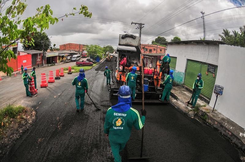 Ruas do conjunto João Paulo recebem recapeamento completo da Prefeitura de Manaus
